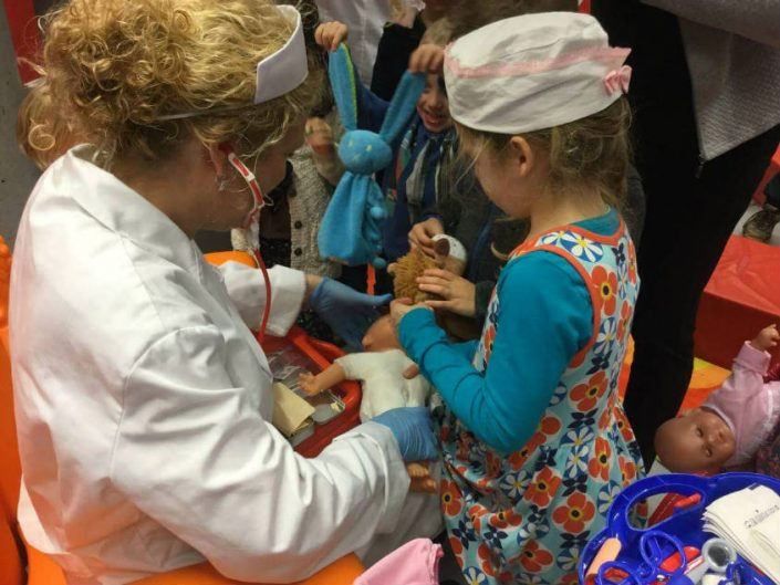 Playing Doctor with Dolls in Asse